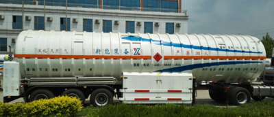 LNG movable refilling trailer